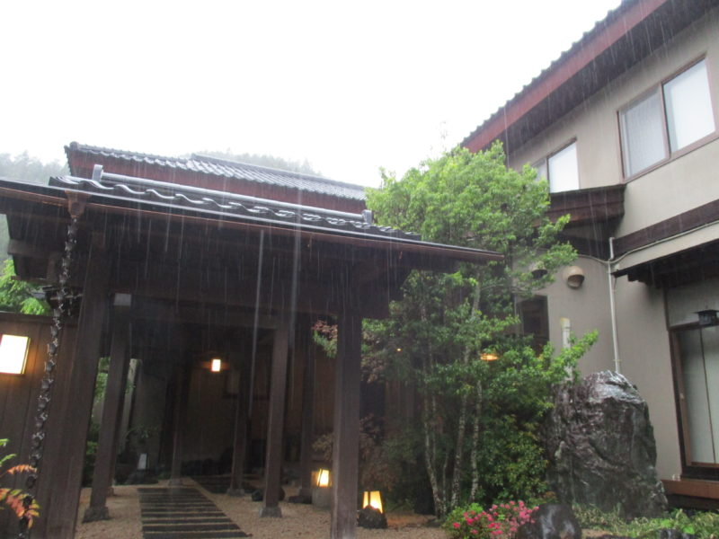 雨の四万温泉