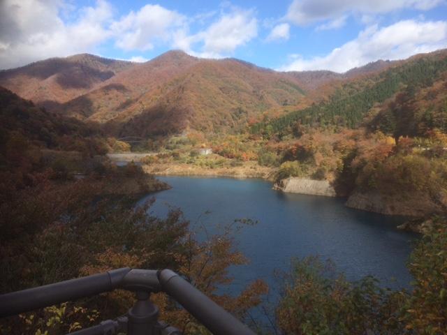 奥四万湖の紅葉