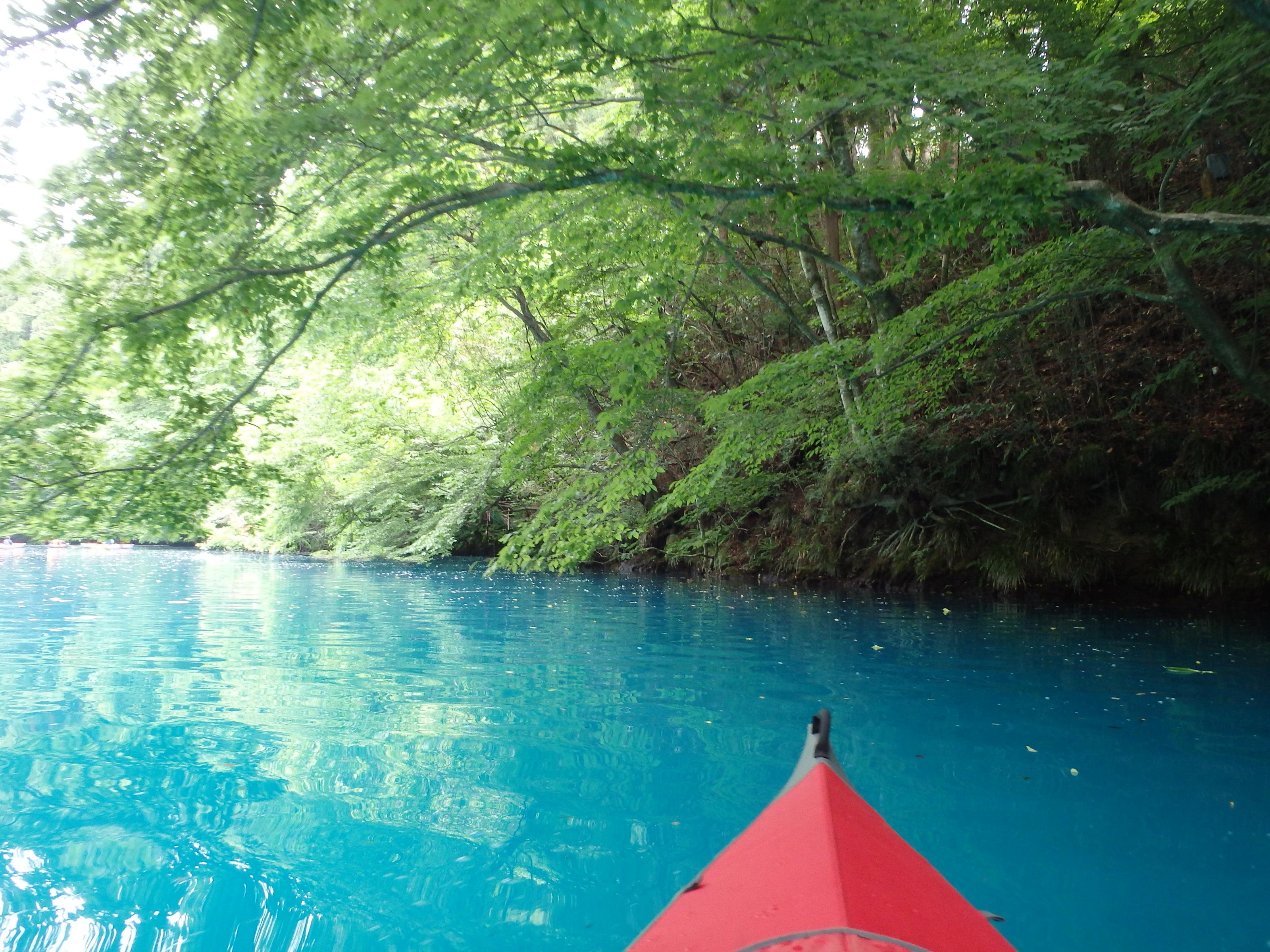 「四万ブルー」をカヌーで体験